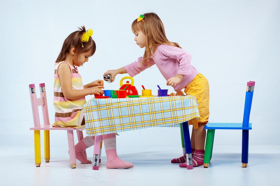 copii impart jucarii psiholog cluj